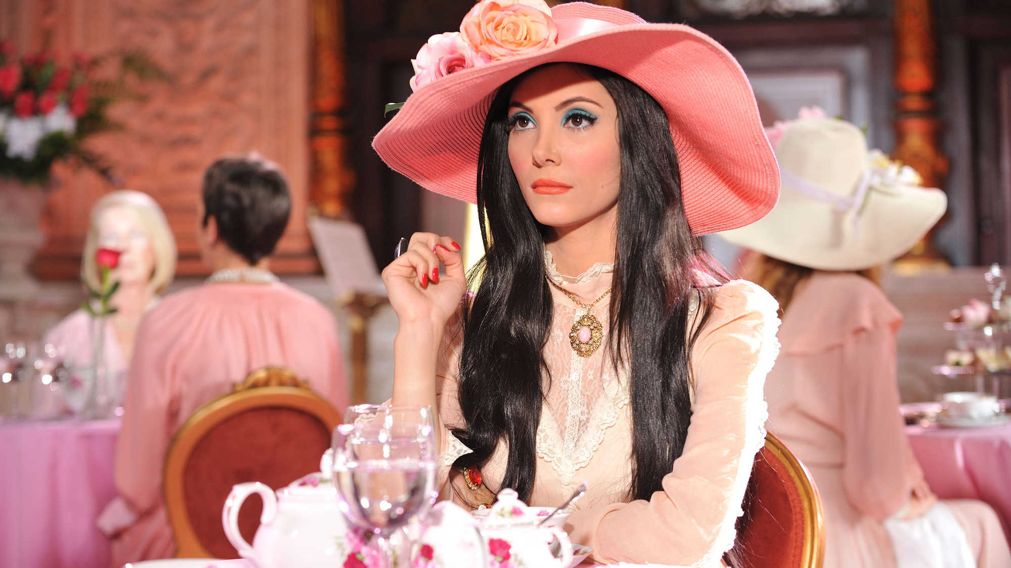 The Love Witch (image 6)