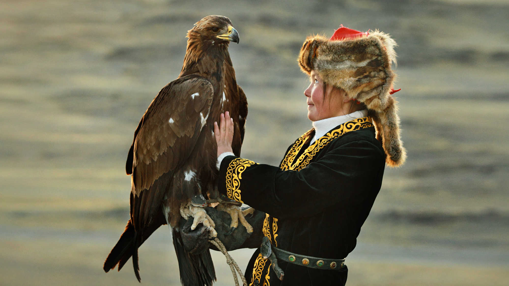 The Eagle Huntress (image 3)